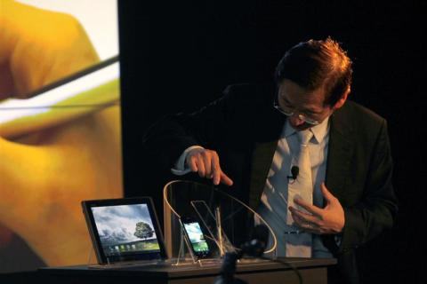 Asus chairman Jonney Shih presents the new Asus Padfone during a news conference