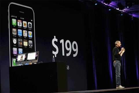 Steve Jobs introduces iPhone 3G