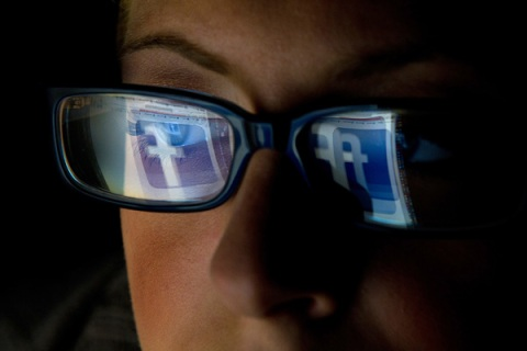 Facebook Privacy Flaw Exposes Private Photos