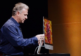 Phil Schiller with new iMac