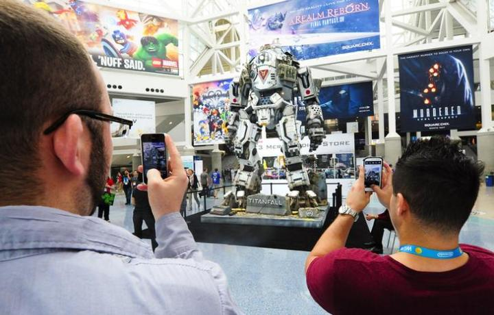 """Full size robot depicted from the new game """"Titanfall"""" is photographed by conventioneers during E3 in Los Angeles"""