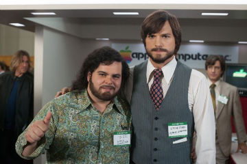 Josh Gad and Ashton Kutcher